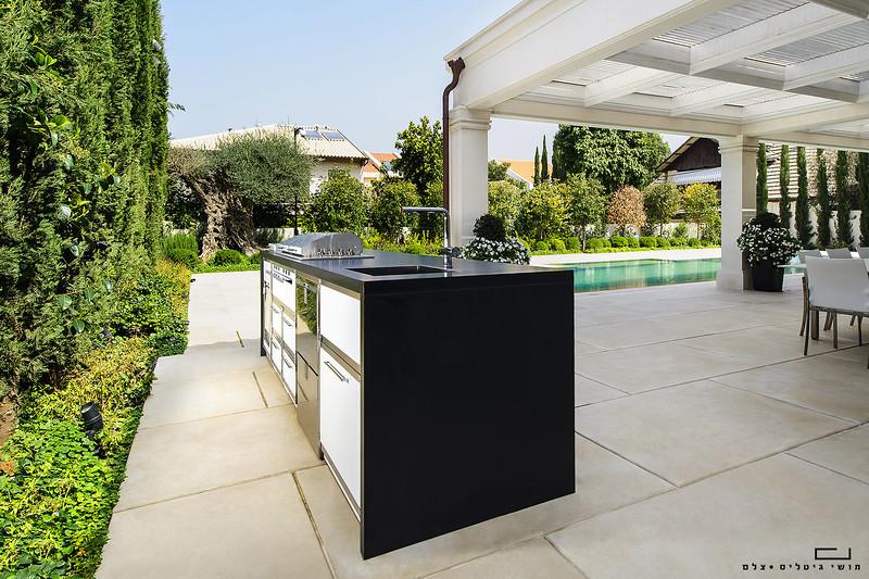 צילום אדריכלות: מטבח חוץ בבית ברעננה. תכנון והתקנה: רם אינגבר - מטבחי חוץ
