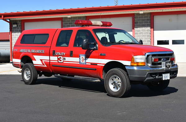 Utility 3B from Amissville, Virginia is this 2000 Ford F350 4x4.