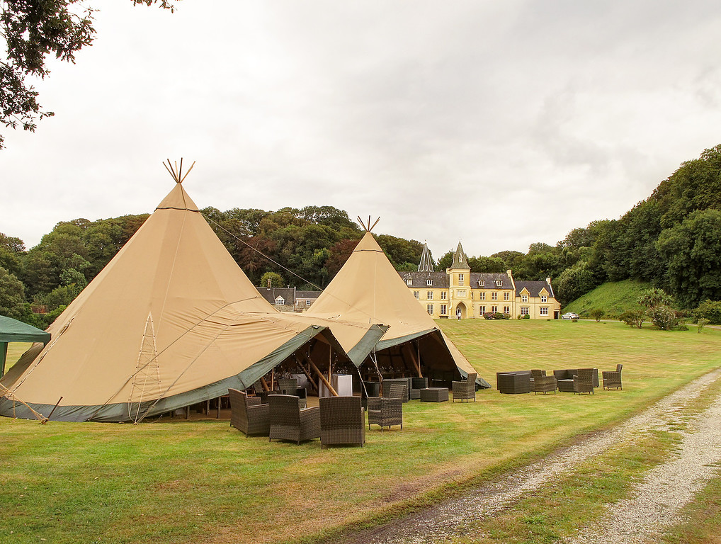 Place House, and preparations for an afternoon wedding reception were underway in steady light rain.   The weather cleared by 12:00 so they would have had a lovely afternoon for the celebrations.