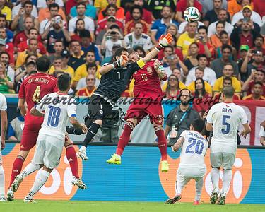Claudio Bravo, Sergio Ramos
