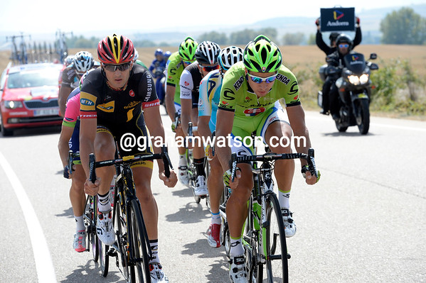Peter Sagan is leading a powerful escape away, and there are a lot of teams who don't like that..!