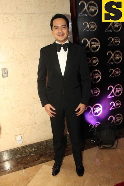 Actor John Lloyd Cruz wore a Tom Ford suit. (Allan Sancon/Sunnex)