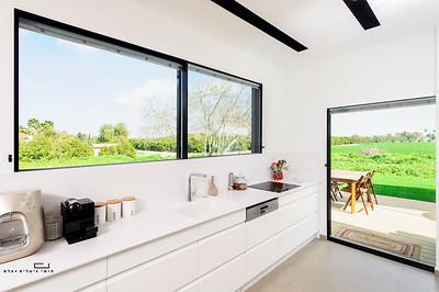צילום אדריכלות: חלונות ודלתות הזזה של חברת טלבי בבית במושב אמונים