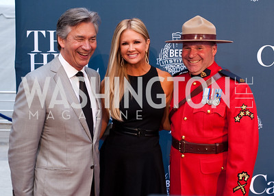 Canadian Ambassador Gary Doer with ET's Nancy O'Dell and a Canadian mountie