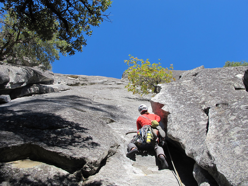 25/10/13 Claire leading out on the first pitch of the Nutcracker, one of the best climbs in Yosemite. Consistent at the grade (5.8), and typical Yosemite grading too...