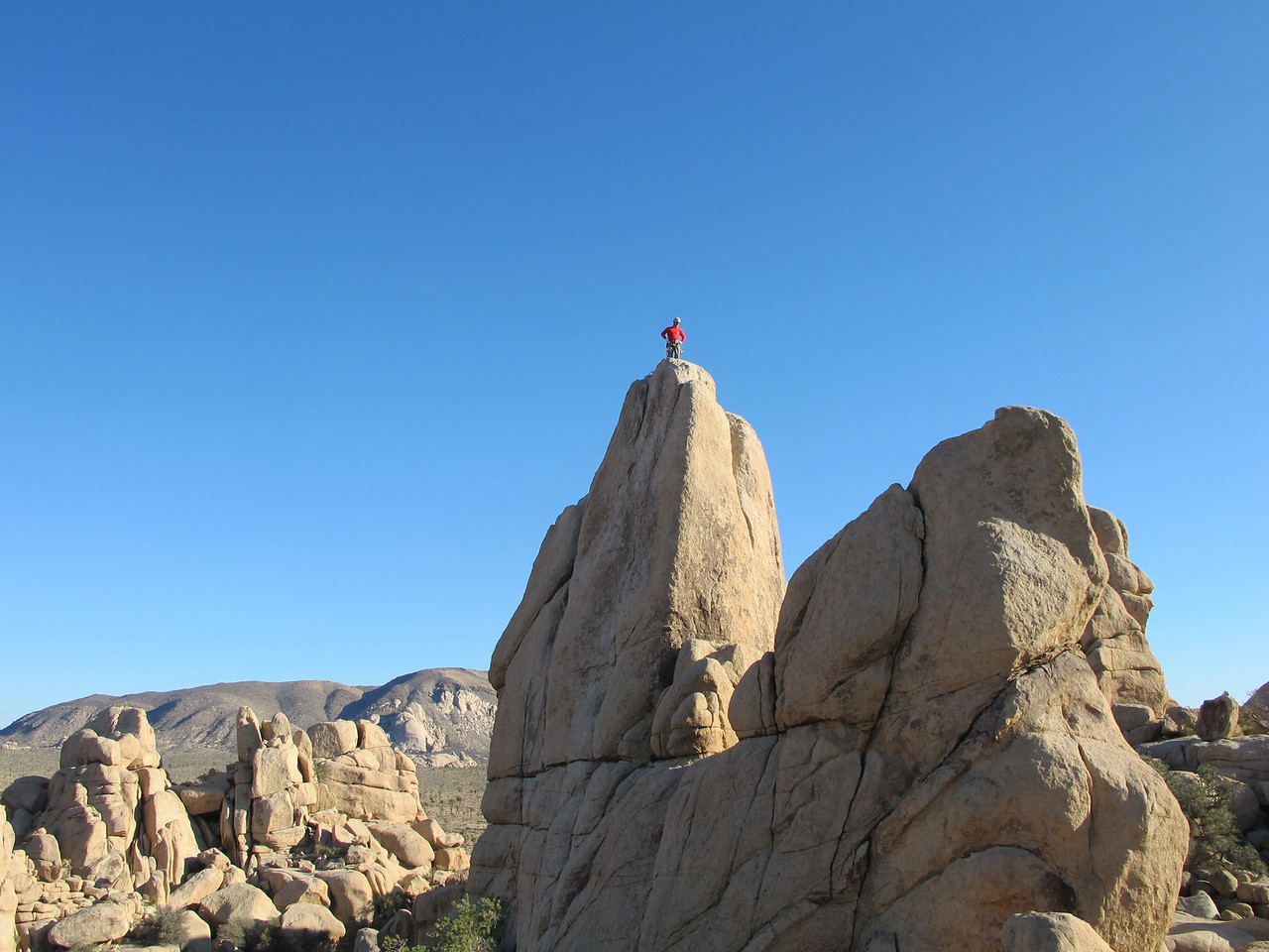 29/10/13 Mark topping out on Joshua Tree's easiest 5.9 crack.