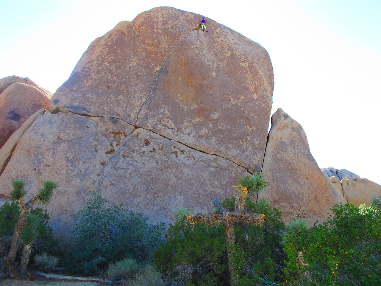 27/10/13 Rubicon Crack !!! Starts on the far right, goes up then all the way aross left a looooong way before going back up again. Classy climbing all the way with steep finger locks up high.