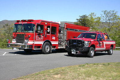 Group photo of Tanker 3 and Brush 3.