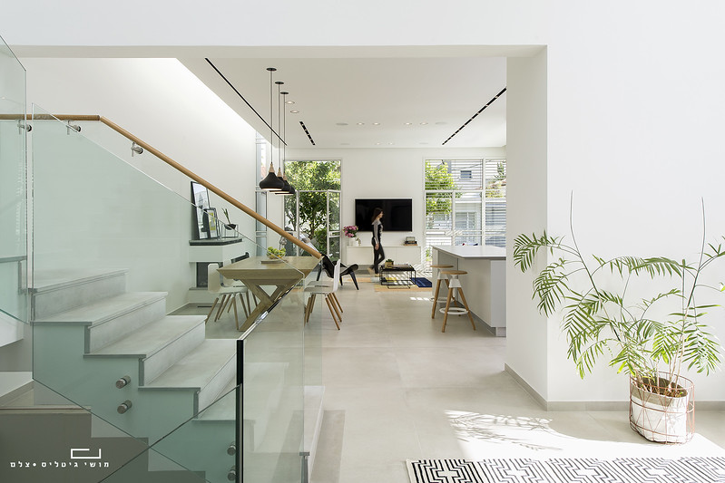 בית בפתח-תקוה. אדריכלות: יובל כנעני אדריכלים. תאורה: דורי קמחי, סטיילינג: ורד בן-סימון
