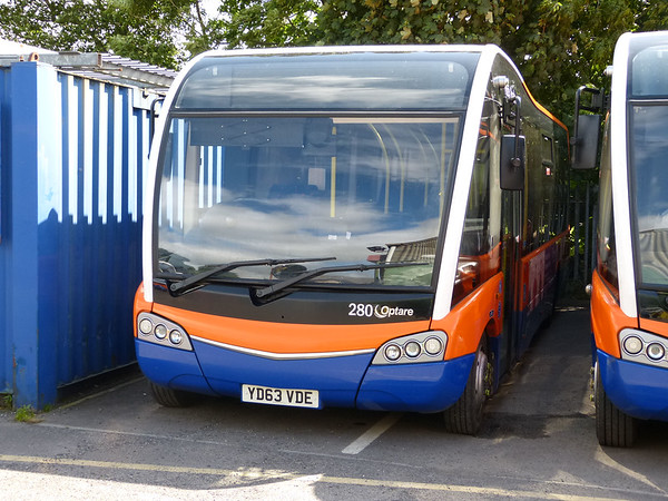Centrebus [High Peak] 280 160807 Dove Holes