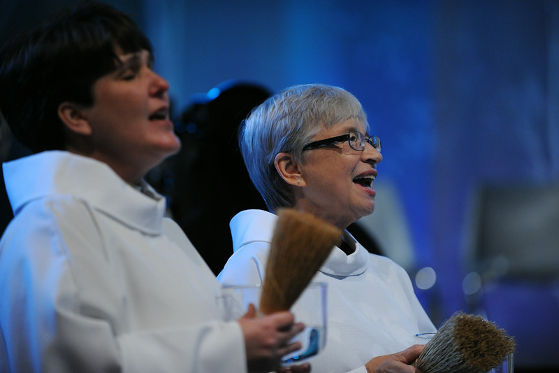 Sue Gamelin, head chaplain at the gathering, assists with the Thankoffering service.