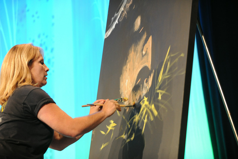 Artist Stephanie Burke adds a visual art to the opening worship service. She will assist participants in the exhibit hall to do a mural.