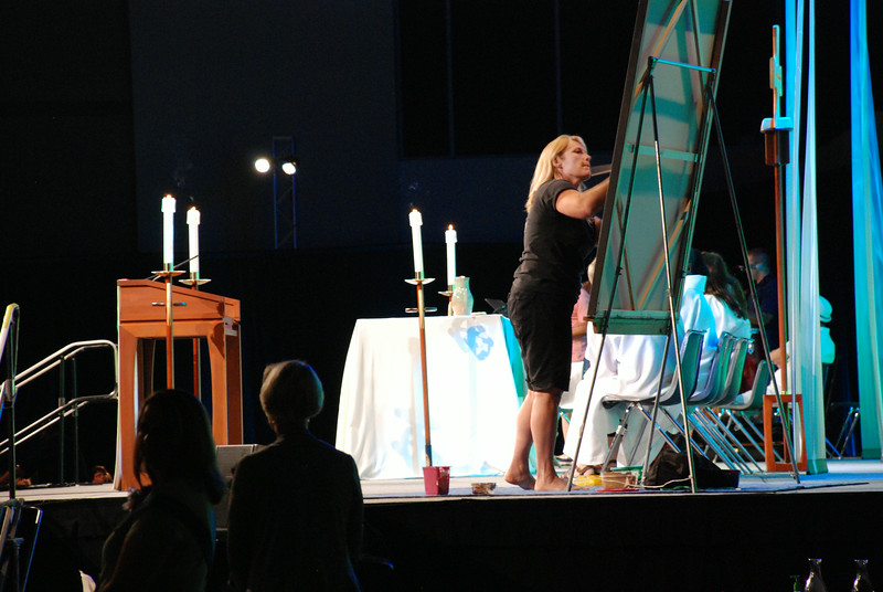 Stephanie Burke creates a surprise painting during opening worship. EH.
