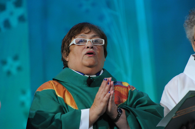 Raquel Rodriguez, from ELCA Global Mission, presides at opening worship.