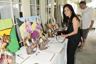 Robin Perkins bids on silent auction item photo by Rob Rich/SocietyAllure.com © 2015 robwayne1@aol.com 516-676-3939