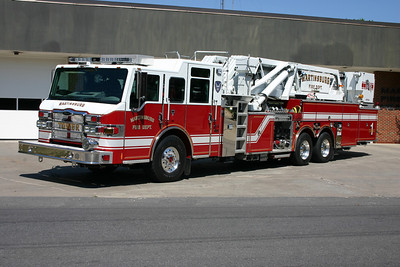 Tower 1 is this nice 2008 Pierce Velocity, 2000/300, 95', sn- 20277.