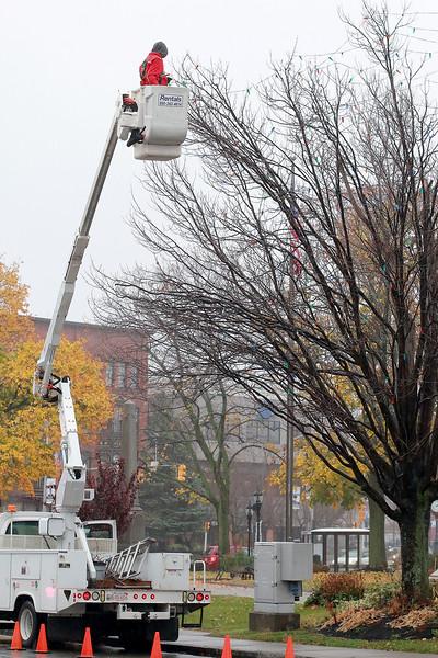 Hanging of Fitchburg Christmas lights
