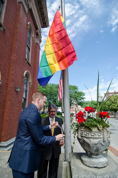 Mayor DiNatale hangs flags over Old City Hall