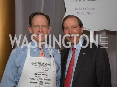 Senator Pat Toomey (R-PA) (left) and Senator Tom Udall