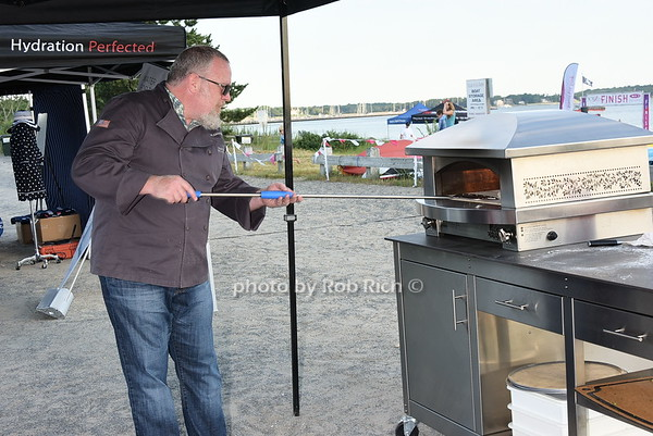 Kalamazoo Pizza Oven<br /> photo by Rob Rich/SocietyAllure.com © 2015 robwayne1@aol.com 516-676-3939