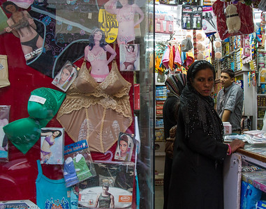 Contrasts in shop in Jaipur