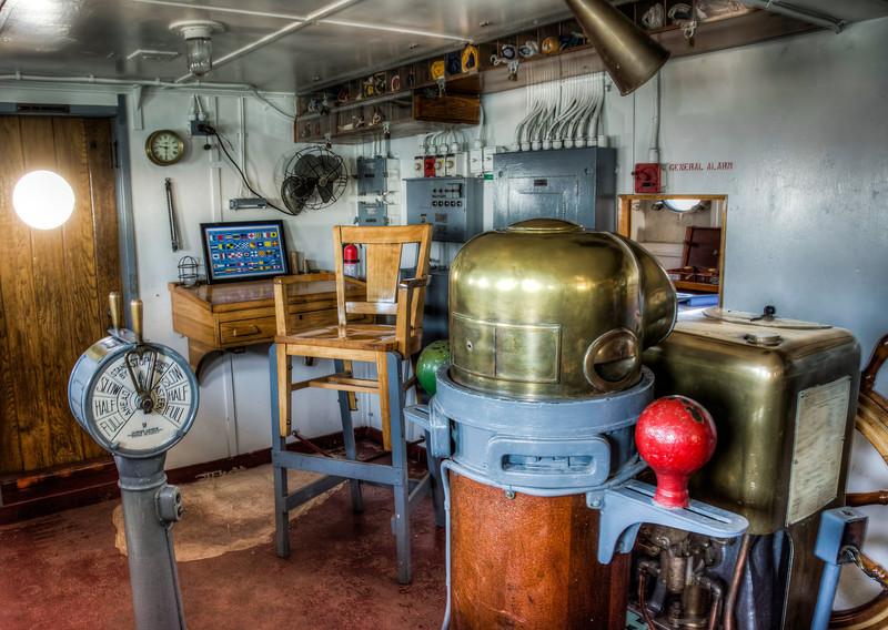ship-control-room-3