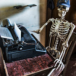 skeleton-typewriter-1