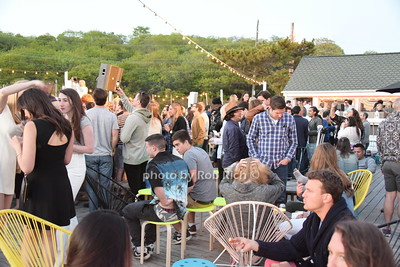 Crowd at the Surf Lodge photo by Rob Rich/SocietyAllure.com © 2015 robwayne1@aol.com 516-676-3939