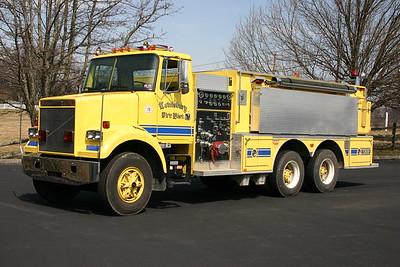 Lewisburg, West Virginia Tanker 2020 - 1986 White-Volvo/Smeal 1250/2000.  Serial number 682221