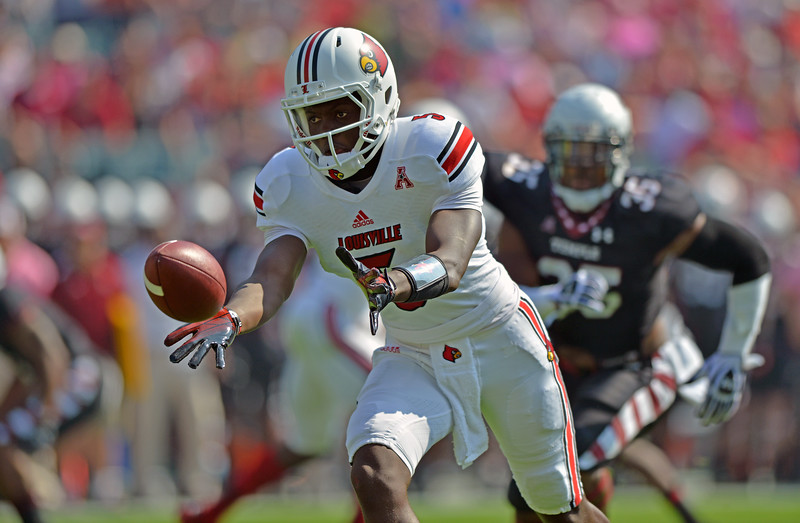 PHILADELPHIA - OCTOBER 5: Louisville quarterback Teddy Bridgewater (5) pitches the ball back during a AAC football game against Temple October 5, 2013 in Philadelphia