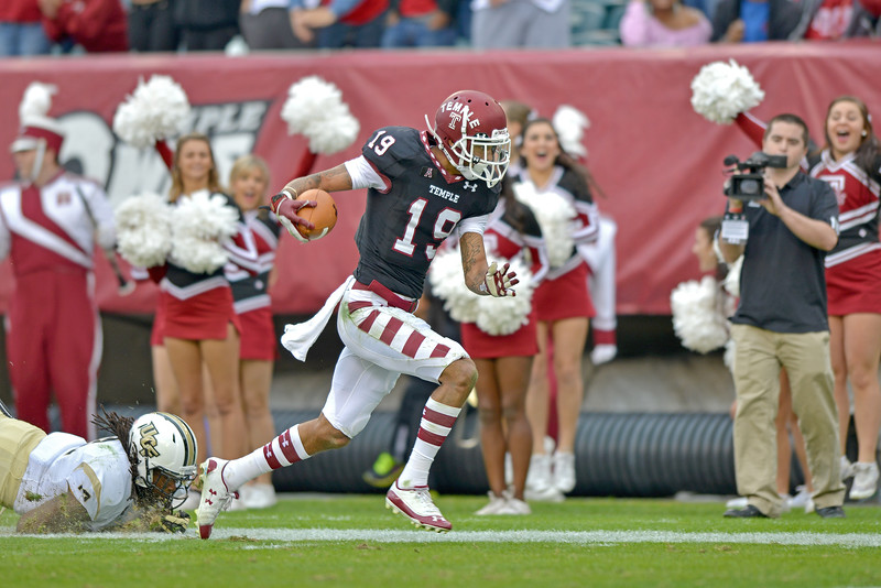 PHILADELPHIA - NOVEMBER 16: Temple wide receiver Robby Anderson (19) works to stay in bounds after a reception during the AAC college football game November 16, 2013 in Philadelphia.