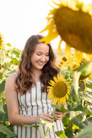 Niki Sunflowers at the Gin-11