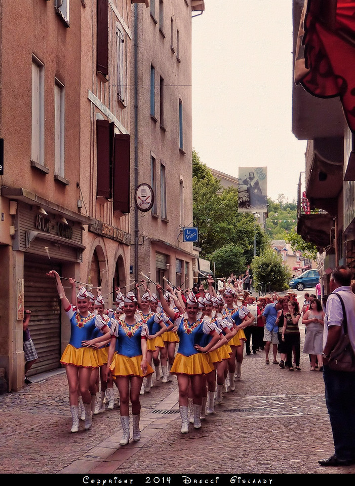 When the Žilinské mažoretky DIANA go marching in Villefranche de Rouergue