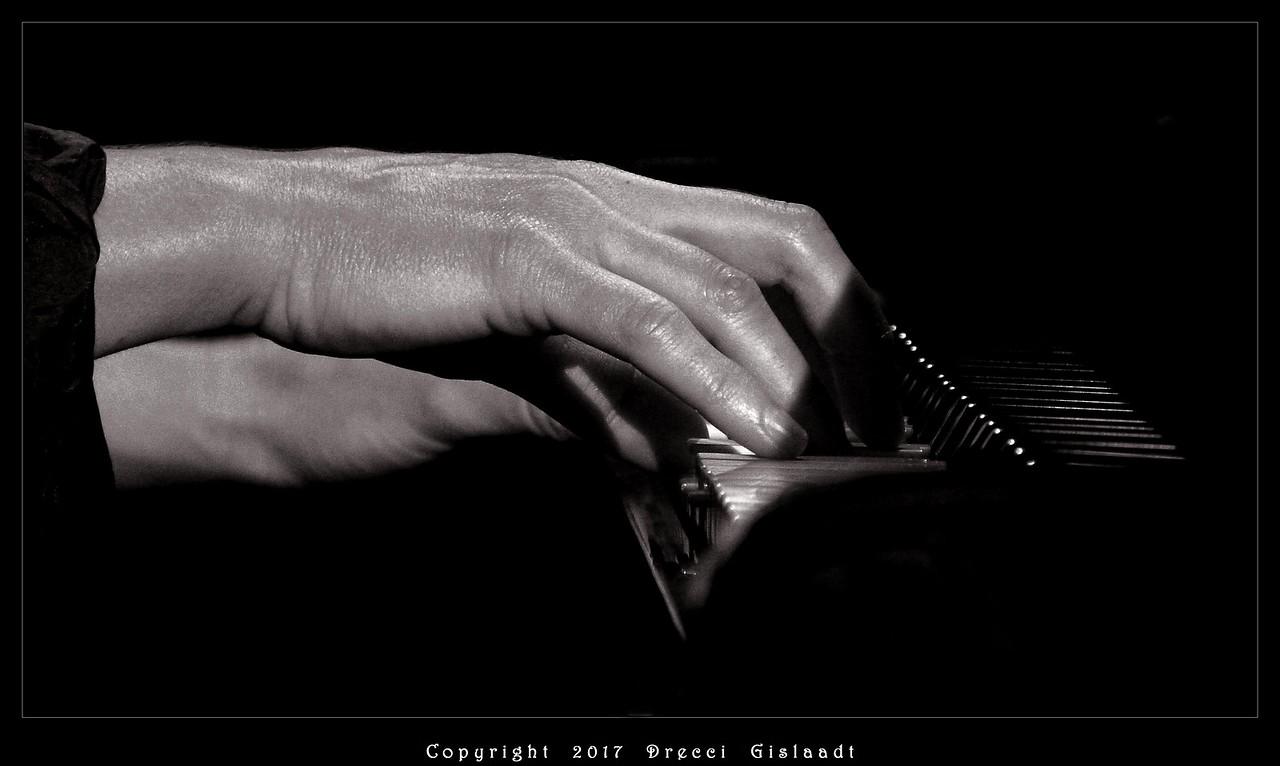 De très Belles mains