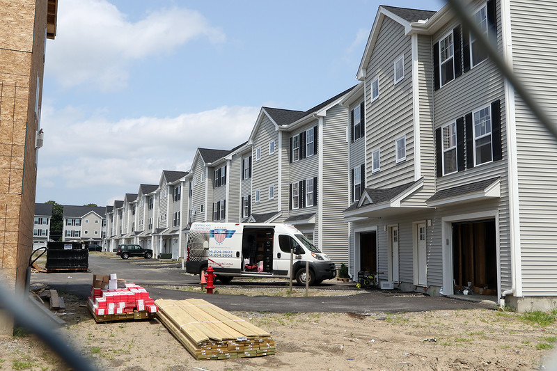 JUly 21, 2021 -- Construction in process at Mill City Crossing, a housing development just north of River's Edge.  SUN/Julia Malakie