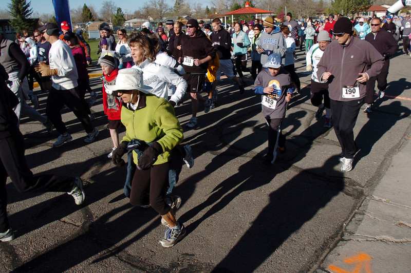 Runners of all ages begin the 5k course during the Kohl Elementary School 5k fun run fundraiser for the school on Saturday.<br /> April 30, 2011<br /> staff photo/David R. Jennings