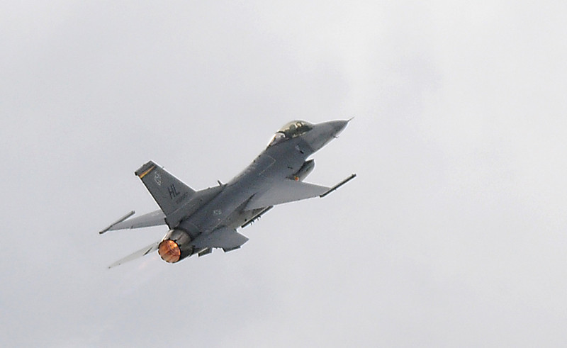 The US Air Force F-16 performs during Saturday's Colorado Sport International Airshow at Rocky Mountain Metropolitan Airport.<br /> August 28, 2010<br /> staff photo/David R. Jennings