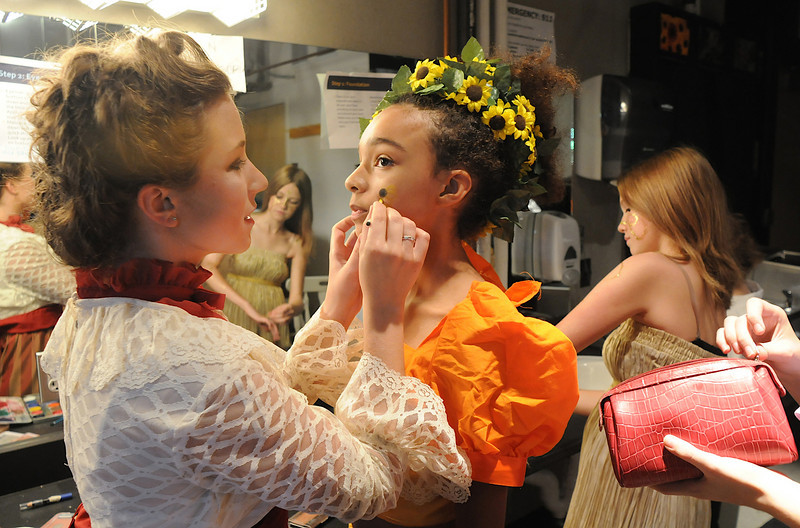 Maggie Amire, 16, left, helps put makeup on Lauren Smith, 13, playing the fairy Mustardseed, as the Summer Youth Players prepare backstage for Saturday's matinee performance of A Midsummer Night's Dream at the Audi.<br /> August 1, 2009<br /> staff photo/David Jennings