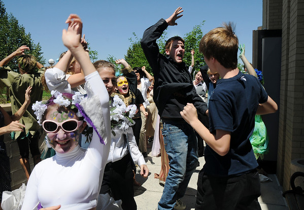 The Summer Youth Players do warm up chants as they prepare backstage for Saturday's matinee performance of A Midsummer Night's Dream at the Audi.<br /> August 1, 2009<br /> staff photo/David Jennings