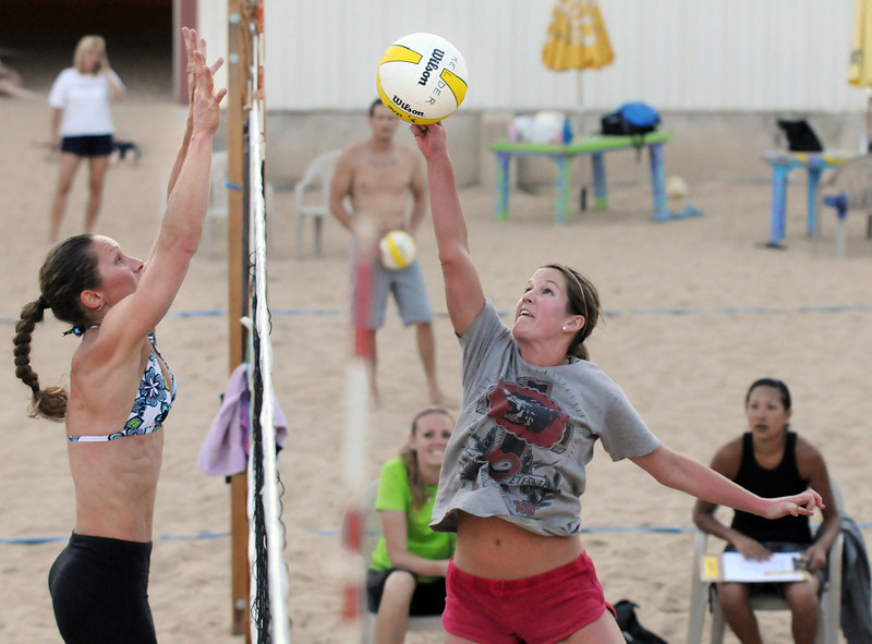 BE0701VOLLEY12<br /> Haley Jorgensborg, right, moves to the net against Jeanette Kelder during Wednesday's Barefoot pro circuit volleyball tryouts at Sports Oasis Volleyball.<br /> <br /> <br /> June 30, 2010<br /> Staff photo/ David R. Jennings