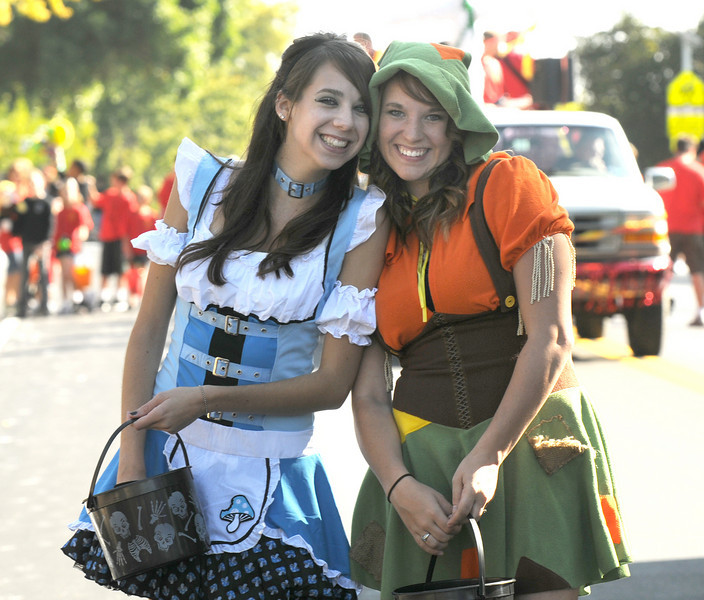 Madison Floyd, left, and Carly Hinton, with Fun Services, ham it up during the parade at Broomfield Days at Midway Park on Saturday.<br /> <br /> Sept. 19, 2009<br /> Staff photo/David R. Jennings