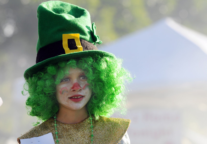 Shannon Ireland, 9, dressed as an leprechaun clown for the Optimist's Clown Contest during Broomfield Days at Midway Park on Saturday.<br /> <br /> Sept. 19, 2009<br /> Staff photo/David R. Jennings