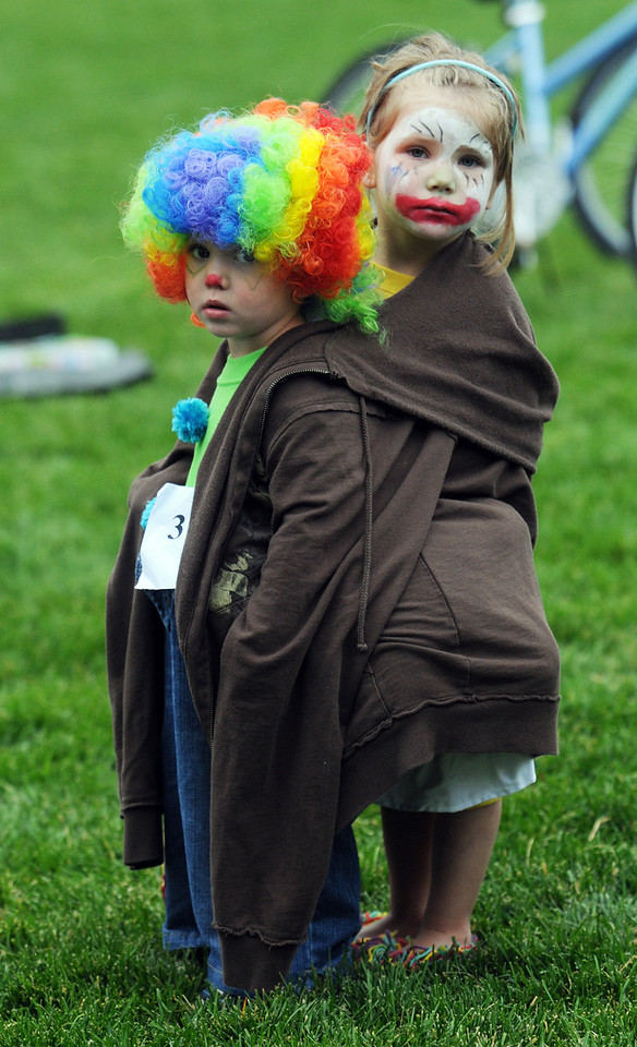 Jacob Smith, 2, left, and Zoey Lutkus, 3, keep each other warm after the clown contest at Broomfield Days on Saturday.<br /> <br /> September 18, 2010<br /> staff photo/David R. Jennings