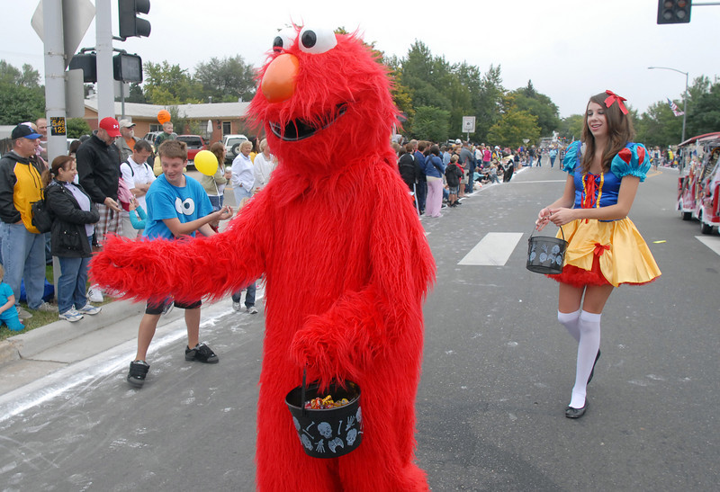 The Fun Services Elmo greets parade watchers followed by Carly Hinton in a princess costume during the parade at Broomfield Days on Saturday.<br /> <br /> September 18, 2010<br /> staff photo/David R. Jennings
