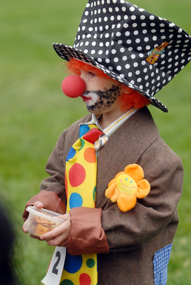 Van Hoff, 3, is dressed for the Clown Contest at Broomfield Days on Saturday.<br /> <br /> September 18, 2010<br /> staff photo/David R. Jennings