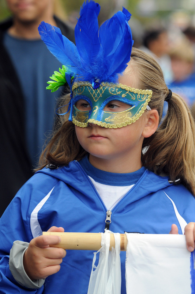 Jenna Eaton, 9, marches with the Birch Elementary School entry in the parade at Broomfield Days on Saturday.<br /> <br /> September 18, 2010<br /> staff photo/David R. Jennings