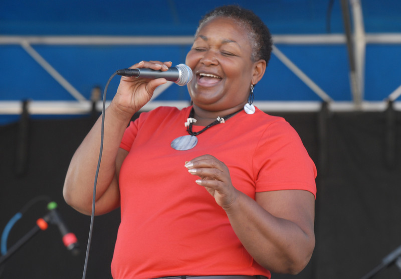 Hazel Miller sings for the crowd for the finish of Broomfield Days on Saturday.<br /> <br /> September 18, 2010<br /> staff photo/David R. Jennings
