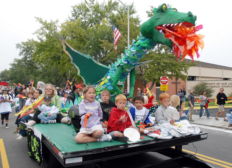The Emerald Elementary School float in the parade at Broomfield Days on Saturday.<br /> <br /> September 18, 2010<br /> staff photo/David R. Jennings