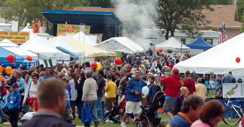 Crowds fill the area of booths for ventdors at Broomfield Days on Saturday.<br /> <br /> September 18, 2010<br /> staff photo/David R. Jennings