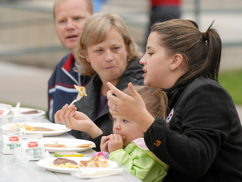 Todd and Kellie Holland, left, eat the Lions Club breakfast with Krista Holland and her daughter Meiyah, 2, at Broomfield Days on Saturday.<br /> <br /> September 18, 2010<br /> staff photo/David R. Jennings